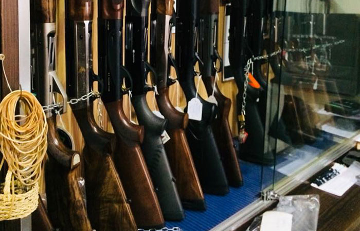 Venta de armas nuevas y de ocasión en armería en Yecla, Murcia